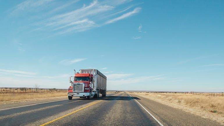 Het controleren van vrachtwagens door middel van een tachograafschijf